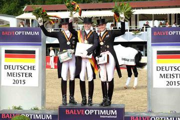 m-15-22-d2764-Damen GPS-Siegerehrung-Deutsche Meisterschaft-Isabell Werth-Kristina Sprehe-Jessica Werndl